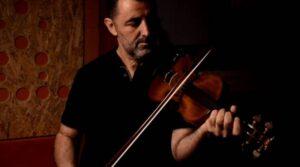 Read more about the article «Η αγάπη κύκλους κάνει»   το νέο τραγούδι του Ηλία Χορευτάκη